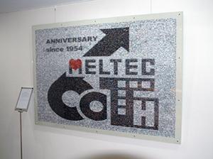 創業60周年記念に社員全員の写真で制作したフォトモザイク作品