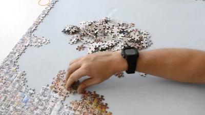 ジグソーパズル組み立て風景