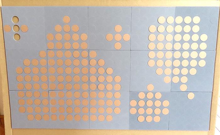 描き終わったら、必要なパネルの数を板などに貼る